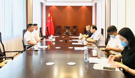 黑龙江省贸促会会长、党组书记王英春拜会中国贸促会副会长、党组成员张少刚